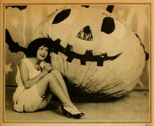 Halloween Clara photoplay '27