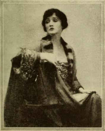 Hedda Hopper vamp