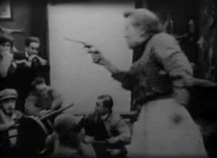 screenshot A Bear Affair Louise gun