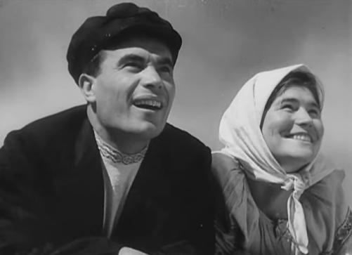 screenshot Earth peasants smiling